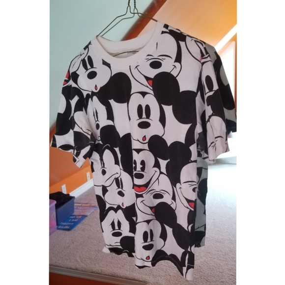 🌻2/$40!🌻 Disney Mickey Mouse Tee